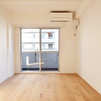 この床が家具を一層おしゃれに見せてくれます