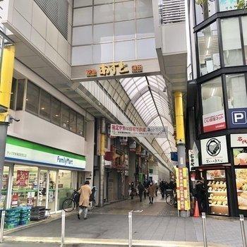京急蒲田駅から続く商店街もあります