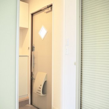 玄関は引き戸で仕切っても良さそう※写真は1階の反転間取り別部屋のものです
