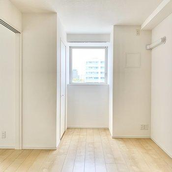 【洋室7帖】こちらは寝室として。※写真は9階の同間取り別部屋のものです