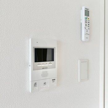 【ディティール】TVモニタ付きドアホンです。※写真は9階の同間取り別部屋のものです