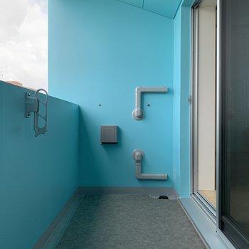 物干し竿が掛けられます。※写真は9階の同間取り別部屋のものです