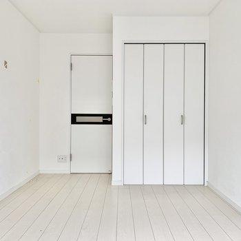 ドアや扉も白色で統一されてます。※写真はクリーニング前です
