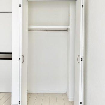 中は容量広め。収納ボックスを入れることができますよ。※写真はクリーニング前です