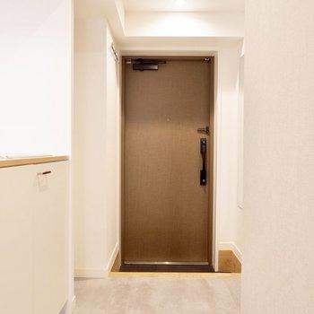 玄関から居室を繋ぐ廊下の雰囲気もばっちりです