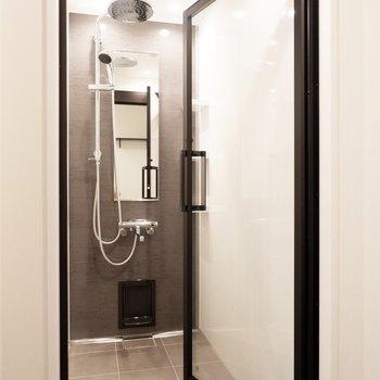 そして1つの目玉でもある上品でゆったりとしたシャワールーム。