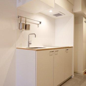 収納も十分に備わったキッチンです。