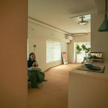 キッチンそばからチラリ。ナチュラルなコーディネートの似合う空間。※写真は前回募集時のものです