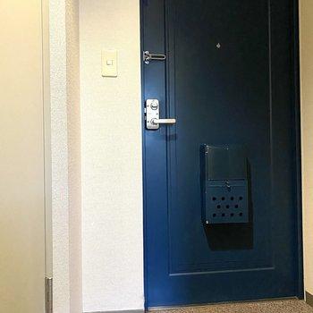 玄関はシンプルです。