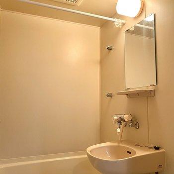 浴室と洗面台です。