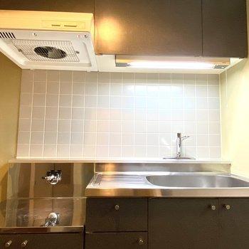 【キッチン】シックで落ち着いた雰囲気のキッチンです。