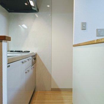 キッチンは1人が通れる広さです。