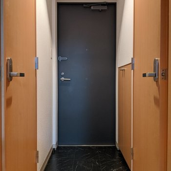 シンプルな玄関スペース。