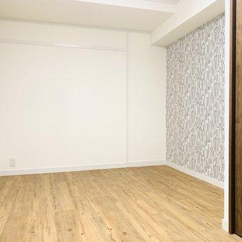 6.5帖の洋室。アクセントクロスがお部屋をお洒落にしてくれますね。