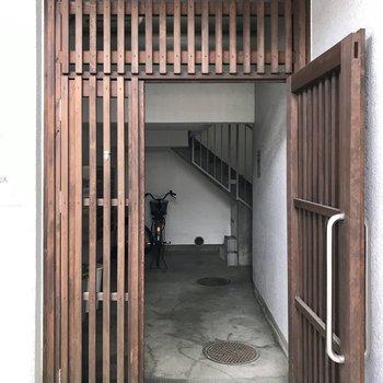 入り口のこの扉が可愛い◯