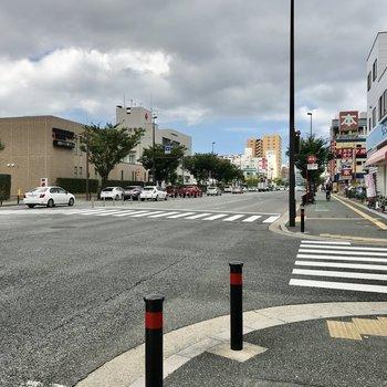 最寄りは「日赤前」のバス停。天神博多まで1本です!