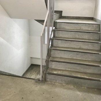 階段をのぼって2階まで。頑張ろう!