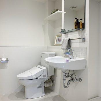 トイレも同室なので、芳香剤を置いておきましょう。※家具・雑貨はサンプルです