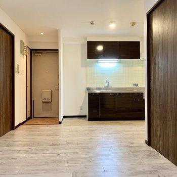 木製の家具が合いそうな、フローリングの温かみある雰囲気
