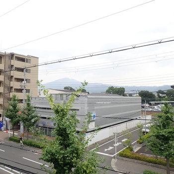 向こうの方に比叡山が見えます!