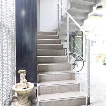 共用部】オートロックを抜けるとすぐに階段です!