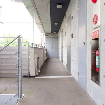共用部】コンクリート打ちっぱなしの廊下!