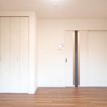 ナチュラル系の内装!※写真は1階別部屋、反転間取りのものです。