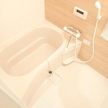 浴室乾燥機つき!※写真は1階別部屋、反転間取りのものです。