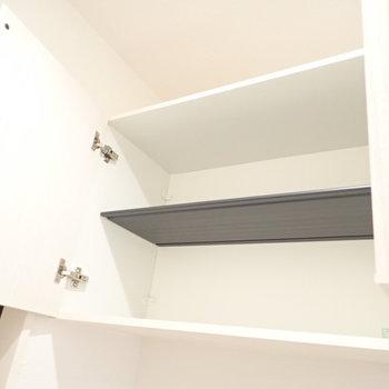 シューズボックス上段には季節で履かない靴を。※写真は1階別部屋、反転間取りのものです。
