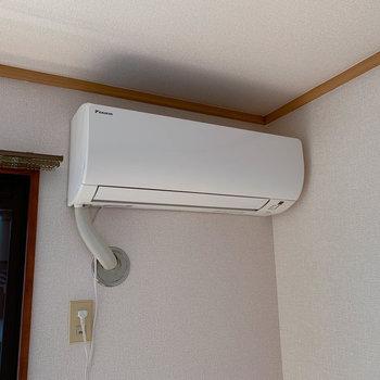 【洋室6帖②】のエアコンです。どちらも比較的新型です。