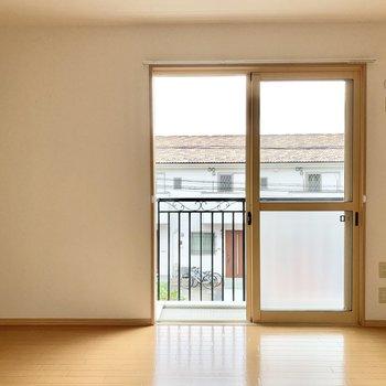 【東側洋室】こちらのお部屋も西側と同じ約7.6帖の広さがあります。