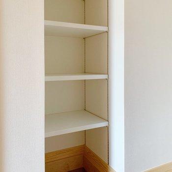 シューズボックスもオープンタイプの可動棚。