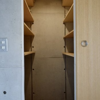 大きな収納スペース!※写真は6階の同間取り別室のものです。