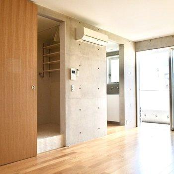 脱衣所・キッチン部分には段差があります。お気をつけ下さいね。※写真は6階の同間取り別部屋のものです。
