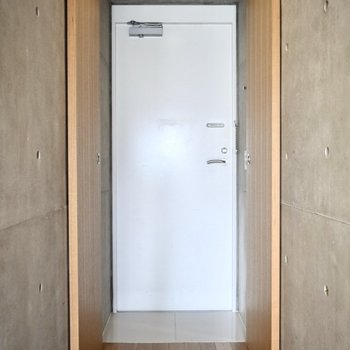 シューズボックスはついていませんので、ご用意ください。※写真は6階の同間取り別部屋のものです。