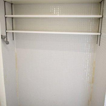 洗濯機はこちらへ。収納スペース多め!※写真は6階の同間取り別部屋のものです。