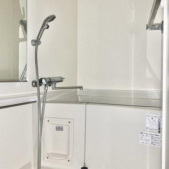 浴室乾燥機付きです。※写真は1階の反転間取り別部屋のものです