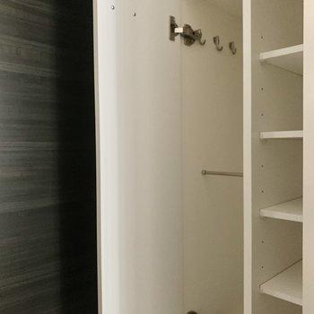 傘もしまえるシューズボックスです。※写真は1階の反転間取り別部屋のものです