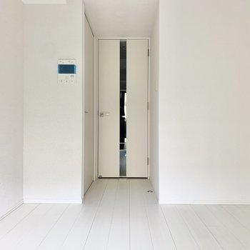 どこを見ても真っ白です。※写真は1階の反転間取り別部屋のものです