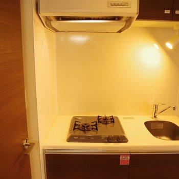 2口ガスコンロキッチン※写真は1階の同間取り別部屋のものです