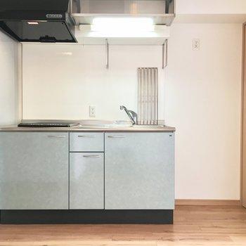 キッチン横には大容量冷蔵庫も置けます。(※写真は3階の同間取り別部屋のものです)