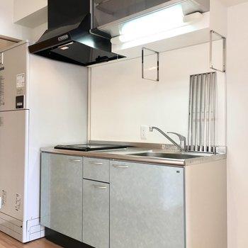 キッチンは収納たっぷり。(※写真は3階の同間取り別部屋のものです)