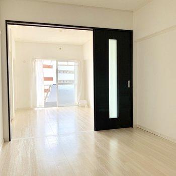 廊下側の洋室も6帖!書斎や遊びスペースなどとして使っても◎