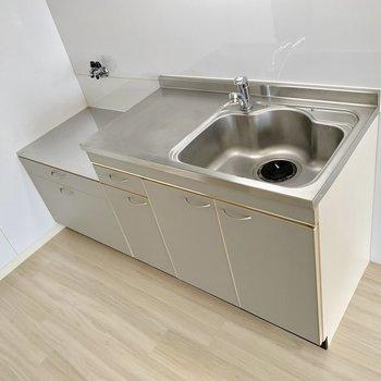 コンロは持ち込みですが、シングルレバーで使いやすいキッチン!