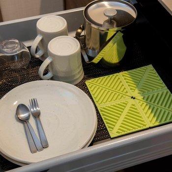 グラスやお皿も用意されています。