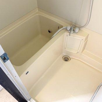 ゆったりとした浴室です。