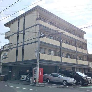 室見川沿いにある建物です。