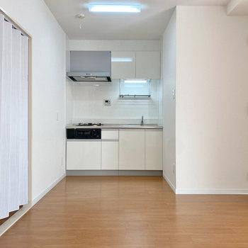 【LDK】冷蔵庫はキッチン左側に置けそうかな。