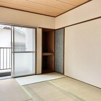 お隣は和室。ここは就寝部屋や趣味空間に良さそうだな。