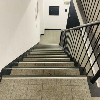 アクセスは階段のみです。3階ですが慣れればそれほど疲労は感じなさそう。
